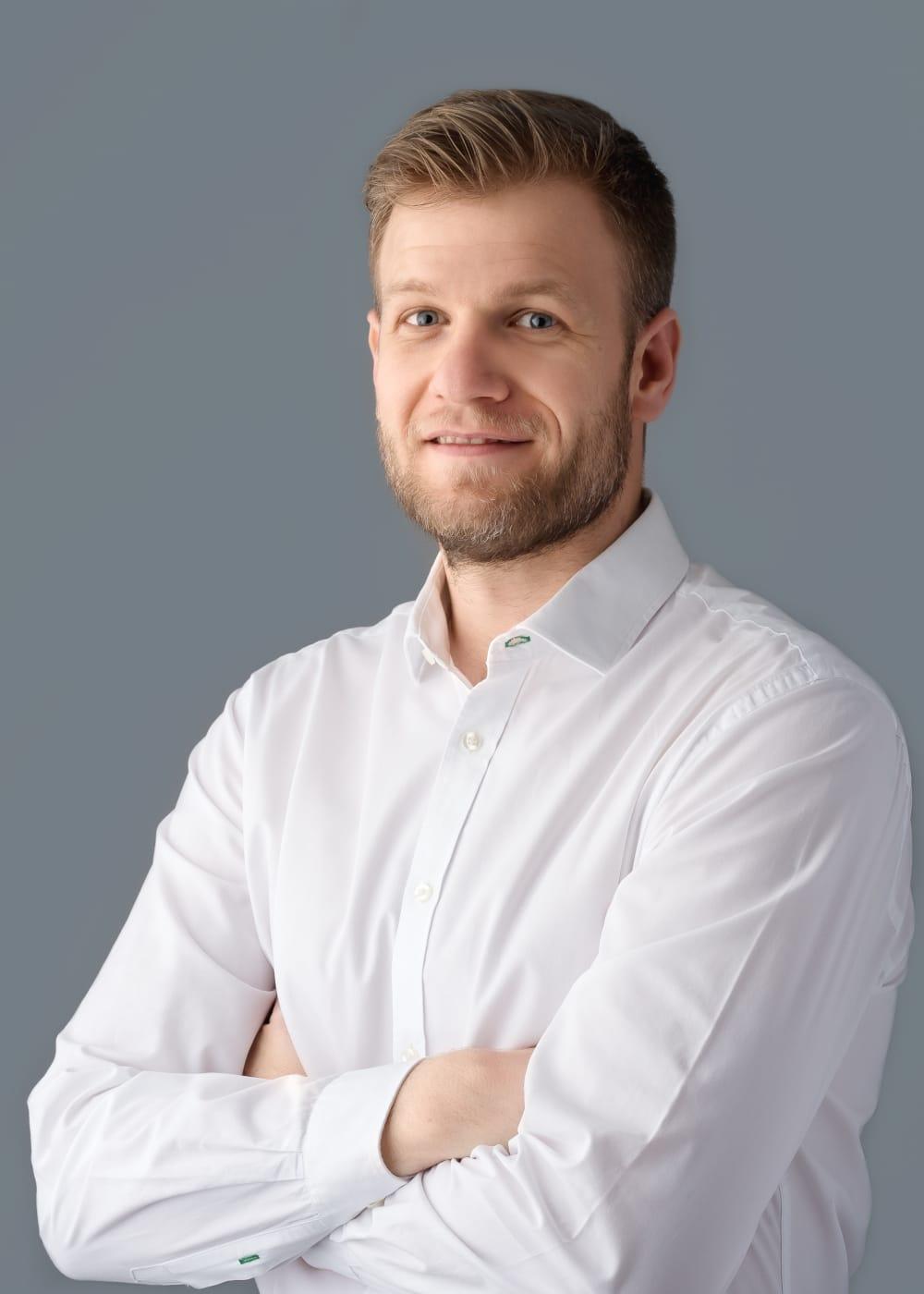 Dr. Farkas Bence