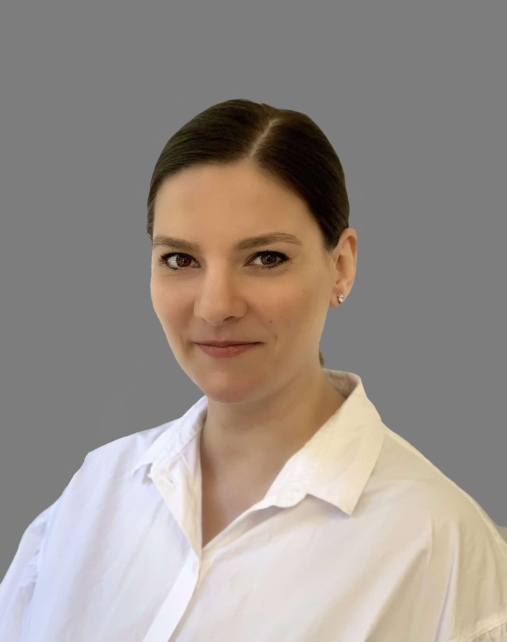 Dr. Váraljai Vanda